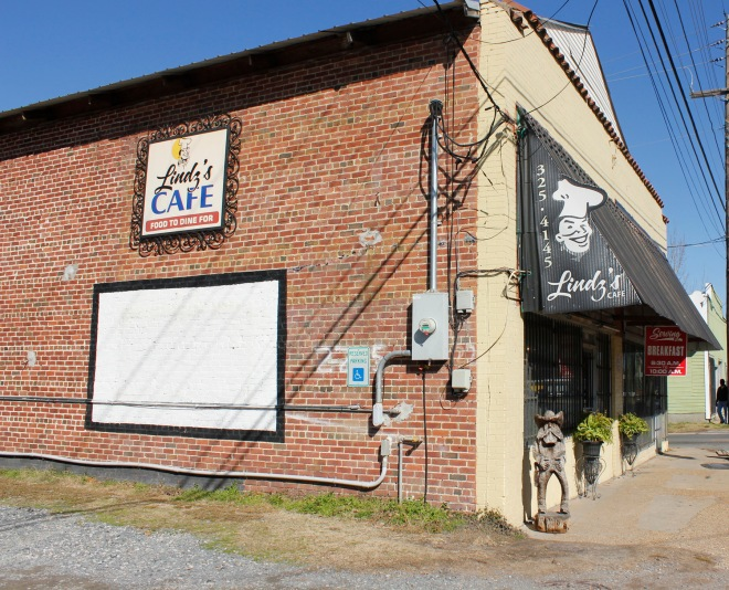 Lindz's Cafe in Monroe, Louisiana